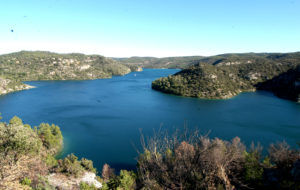 Vue sur le lac d'Esparron de Verdon